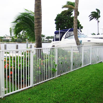 Plantation aluminum fence installation